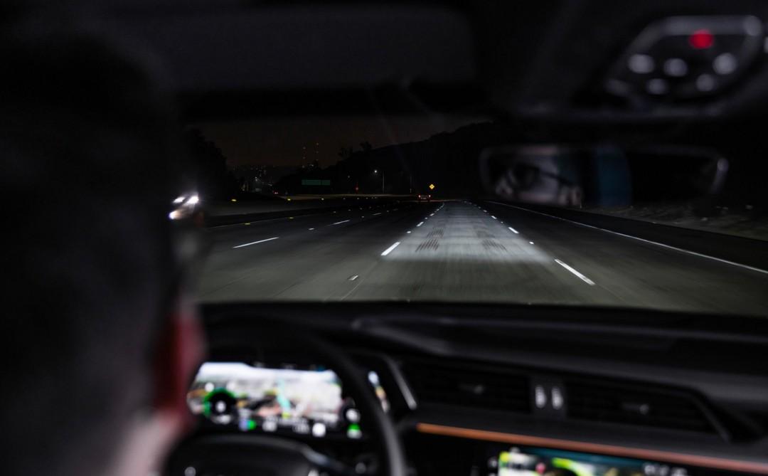 Audi giới thiệu đèn pha LED ma trận, chỉ chiếu sáng trong làn đường đang chạy