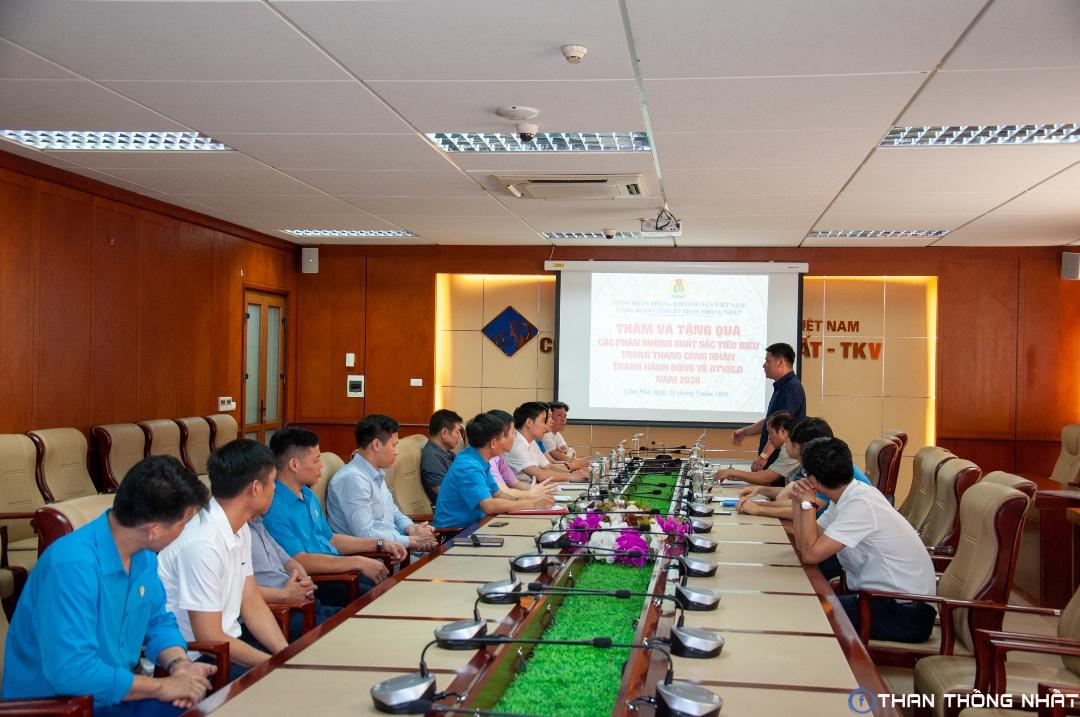 Công đoàn TKV: Thăm và tặng quà các phân xưởng xuất sắc tiêu biểu Tháng công nhân