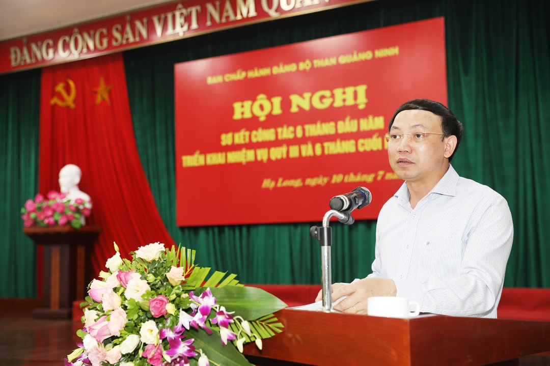 Đồng chí Nguyễn Xuân Ký - Bí thư Tỉnh ủy, Chủ tịch HĐND tỉnh, phát biểu tại hội nghị.