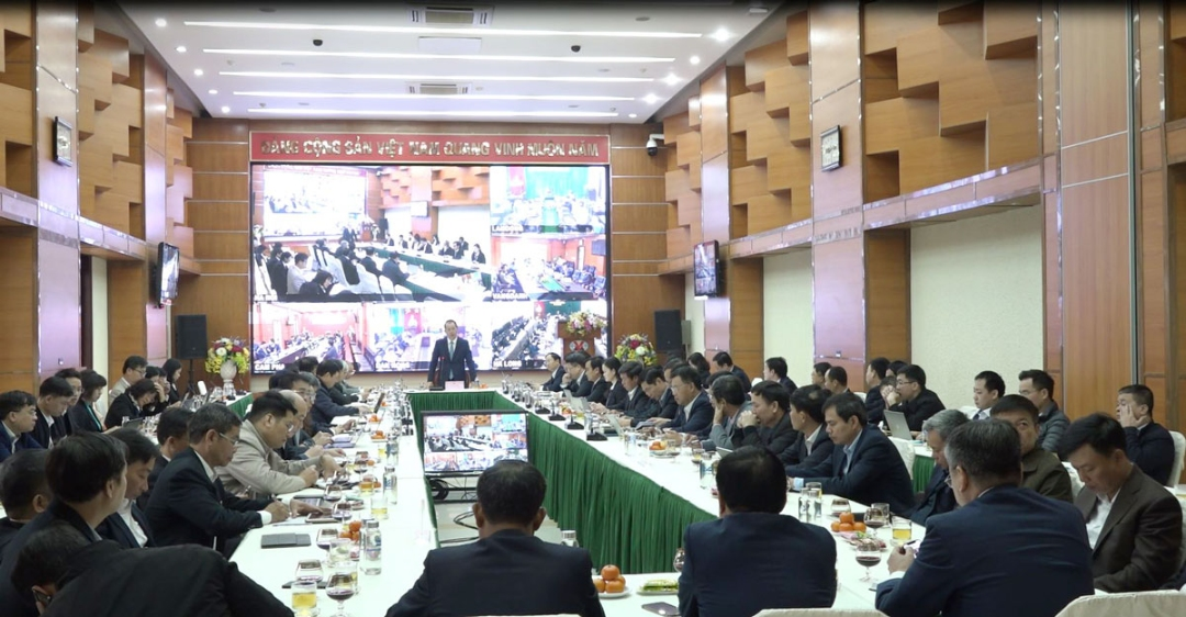 Tổng Giám đốc Tập đoàn Đặng Thanh Hải chủ trì Hội nghị giao ban trực tuyến điều hành sản xuất tại điểm cầu Hà Nội