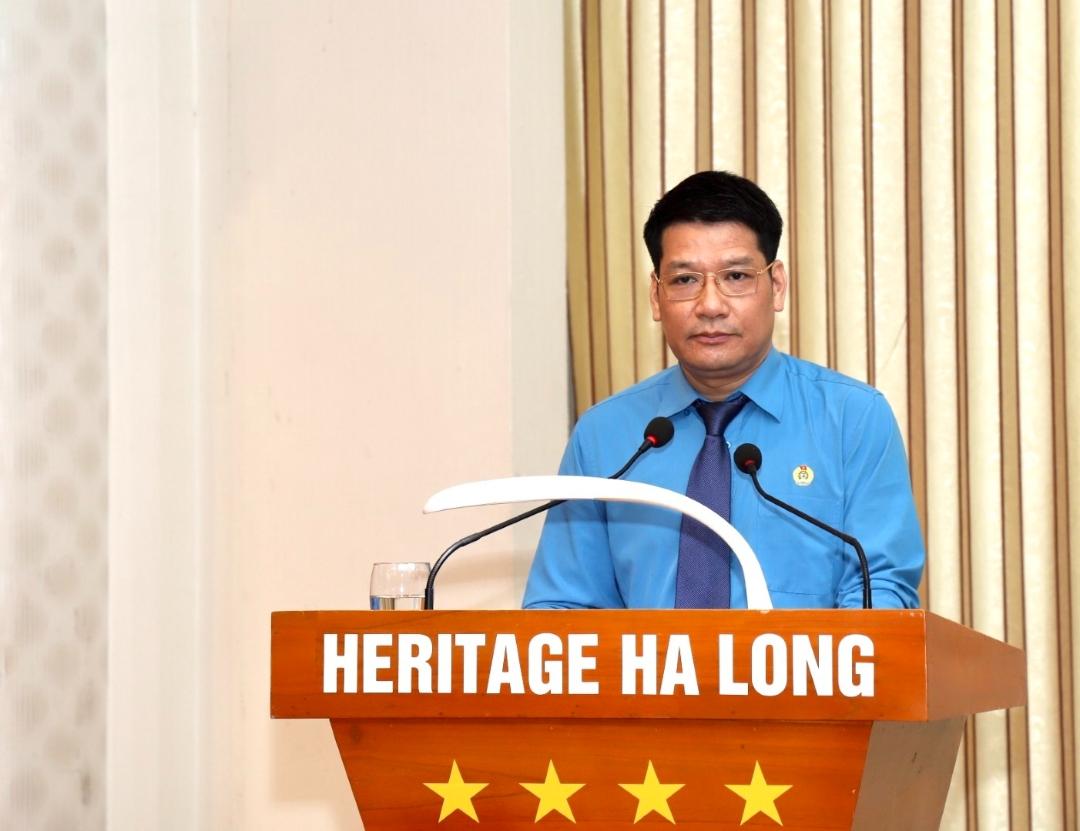Đ/c Phạm Hồng Hạnh - Phó Chủ tịch Thường trực Công đoàn TKV báo cáo kết quả triển khai thực hiện Chương trình nhà ở phục vụ CNLĐ 2 năm 2019 - 2020