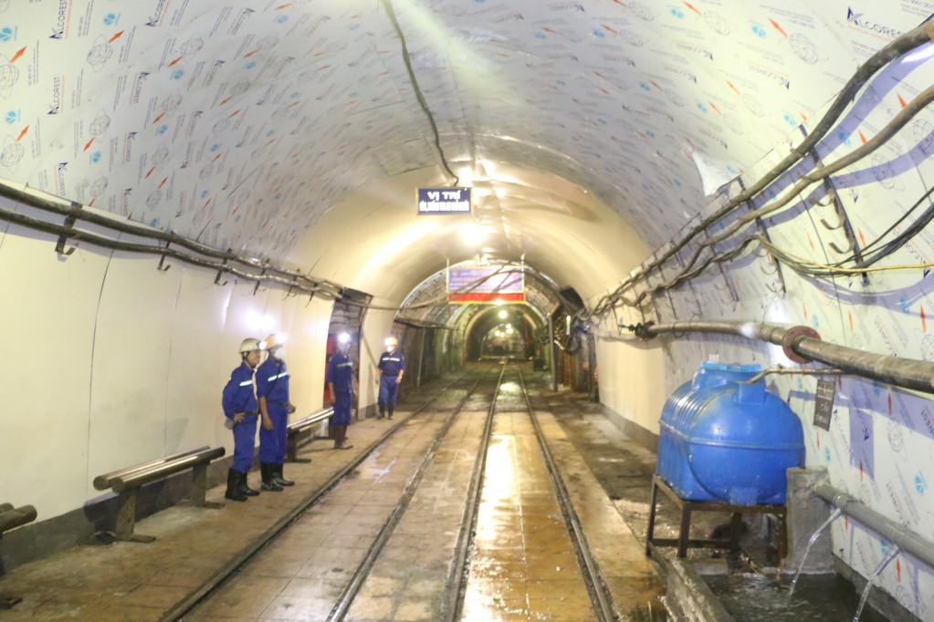 Công trình cải tạo đổ bê tông nền ga tránh và ga tàu chở người Số 1 mức -140 (Công ty Than Thống Nhất).